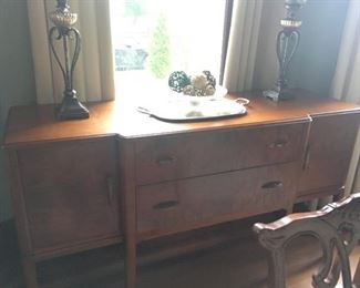 This Sideboard is in perfect condition, ready for your dining area....