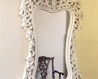 Beautiful mirror that will look really nice anywhere in your home.
