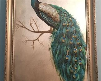 The teal is this peacock picture is just eyecatching!