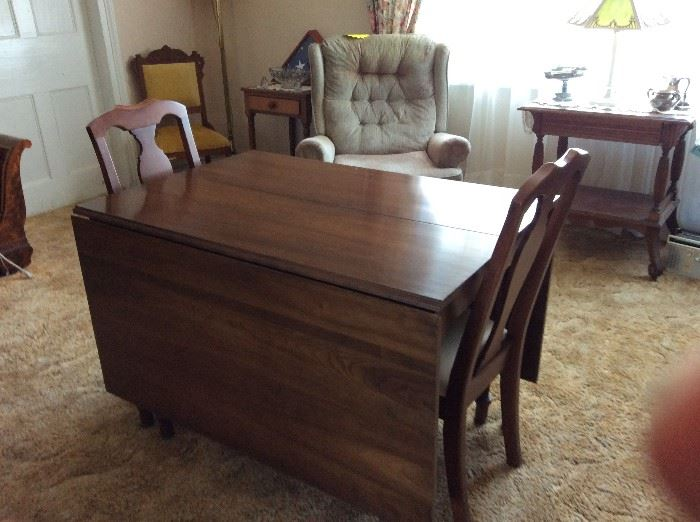 CHERRY HARVEST TABLE-SET OF 4 CHERRY CHAIRS