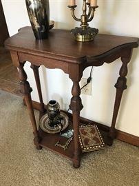 Antique Accent Table $ 64.00