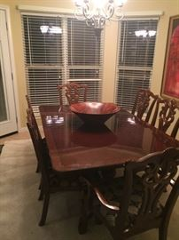 Beautiful dining table with 8 chairs (2 not pictured). Table has 2 leaves.