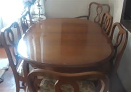 French Provential maple dining table with 6 chairs & leaf