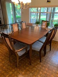 Bassett MCM table with 6 chairs and 3 leafs $800