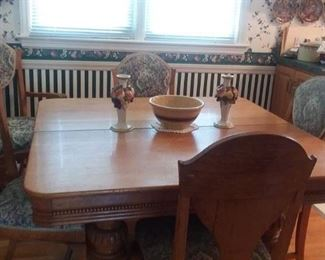 Oak Dining Table an Chairs
