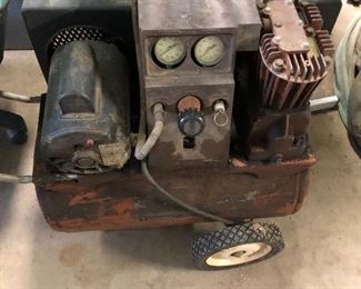 This compressor is in great shape and working order!  Have hose and connections!