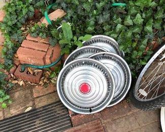4 GM hubcaps