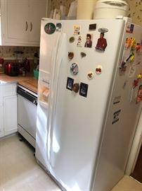 Side by side refrigerator like new