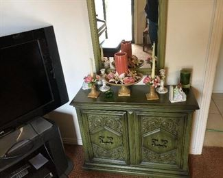 Beautiful hall table and matching mirror