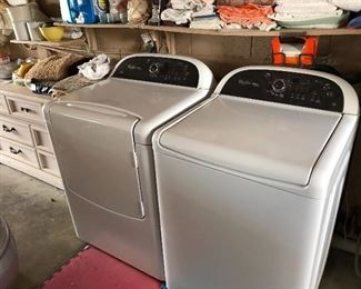 Newer Whirlpool heavy duty washer/dryer!!