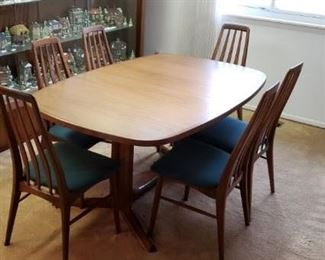 "DANISH FURNITURE MAKER GUDME, MOBELFABRIK MADE IN DENMARK -   TEAK DINING TABLE  62"" LONG X 48' WIDE  w/2 LEAVES 18""  EACH & 6 CHAIRS"
