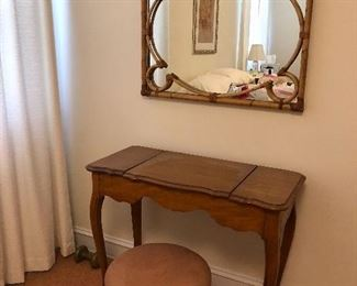 Vintage/Antique Womens dressing table/vanity closed Vintage Mirror and stool