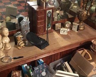 Desk clocks, jewelry and figurines