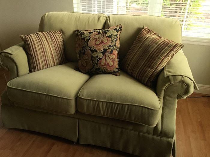 Flexsteel Love Seat, like new condition