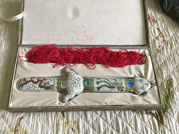 Oriental sword - ceremonial - extends to full size