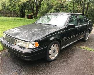 1996 Volvo sedan (not in running condition; needs repair)