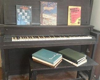 Upright piano (FREE!!!)