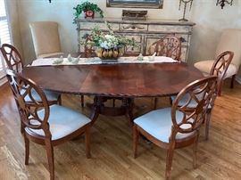 Beautiful round Dining Room Table and 6 beautiful chairs