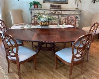 Beautiful  Lexington  Dining Room Table and 6 beautiful chairs w/1 leaf and table  pads
