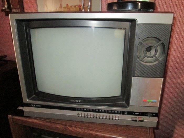 Sony Trinitron TV.