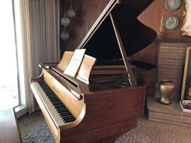 Steinway & Sons Grand Piano - Model L - incredible instrument - often referred to as the larger of the 'baby grands' it is known for it's BIG SOUND!