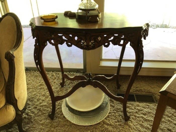 Louis IV style table