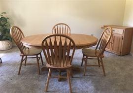 "Oak Quarter Sawn Pedestal Table, 1 18"" Leaf, 4 Chairs"