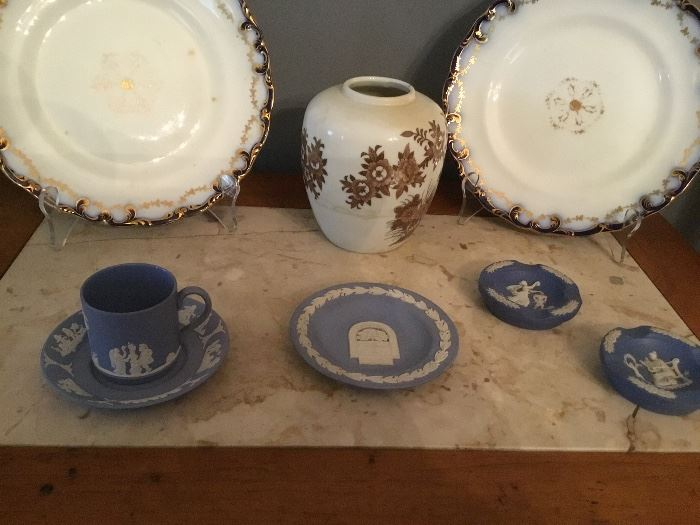 Vintage Wedgwood and pair of plates