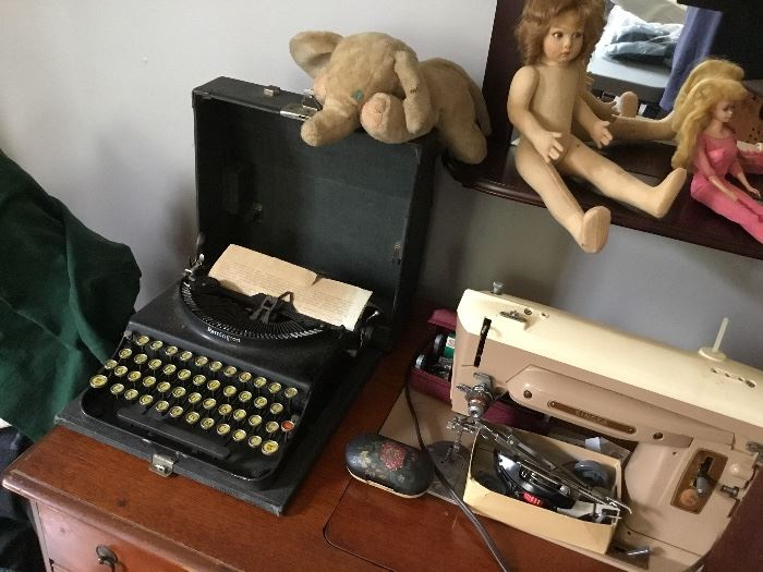 Neat vintage typewriter and a vintage sewing machine