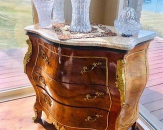 """ITALIAN MAGGIOLINI STYLE GILDED GOLD BRASS MAPLE BURL CHEST WITH MARBLE TOP (42""""W x 21.5""""D x 38""""H)"""