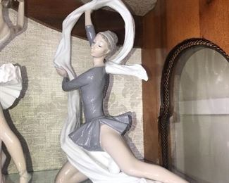 FANTASTIC COLLECTION OF LLADRO FIGURINES
