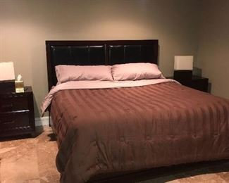 """MODERN BROWN AND BLACK KING SIZE BEDROOM SET BED-( 86""""L x 79""""W x 56""""H) LONG DRESSER-(56""""L x 17.5""""D x 42""""H) TALL DRESSER-(38""""L x 17.5""""D x 54""""H) 2 NIGHTSTAND-(28""""L x 17.5""""D x 28""""H)"""