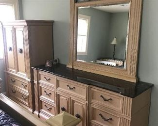 """MODERN STANLEY QUEEN SIZE BEDROOM SET- BED-(94""""L x 64""""W x 64""""H) 2 NIGHTSTANDS-(36""""L x 18""""D x 31.5""""H) LONG DRESSER WITHOUT MIRROR-(72""""L x 20""""D x 36""""H) DRESSER MIRROR MEASURES-(46""""W x 51""""H) WARDROBE-(44""""W x 22""""D x 67""""H)"""
