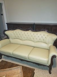 Beautiful Leather Sofa in great condition