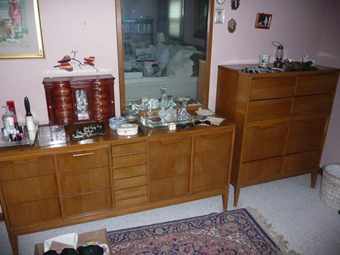 Dresser w/Mirror & Chest of Drawers