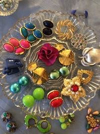 Costume Jewelry Gorgeous Enamel Rose!