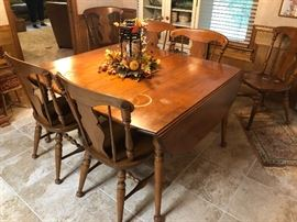 Vintage American Colonial style dinning table and chairs