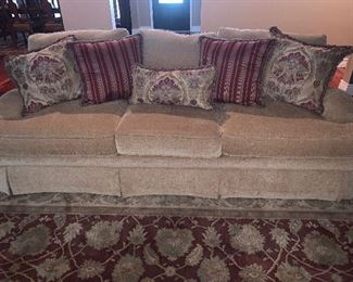 Bernhardt Upholstered sofa with coordinating throw pillows ( in excellent condition)