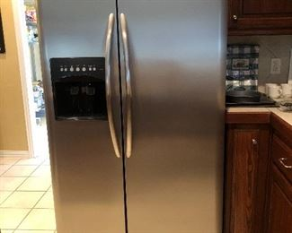 Frigidaire Side-by-Side Refrigerator Freezer with dispenser, Stainless Steel
