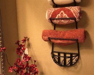 Wall mounted metal towel rack
