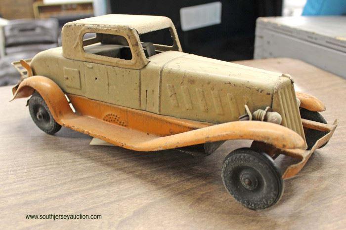 VINTAGE Metal Wind Up Car  Located Inside – Auction Estimate $50-$100