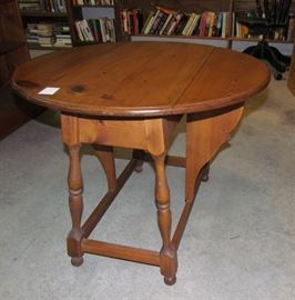 """Pine """"butterfly"""" drop leaf table"""
