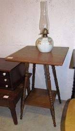 Lamp table with ceramic base oil lamp