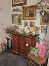 4-drawer chest, rose prints & light fixture