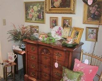 4-drawer chest, rose prints & light fixture