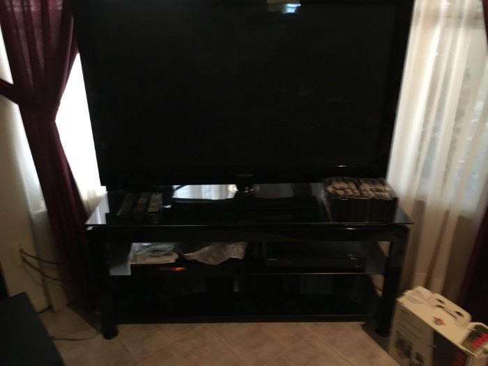 Whole media entertainment system--Samsung brand and table is included