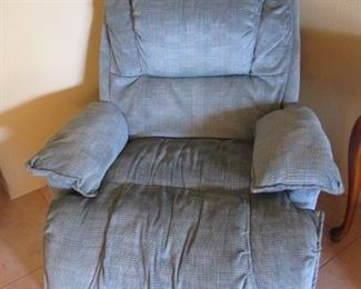 Oversized Recliner, Vibrates, too.  Looks Comfy to me!!!