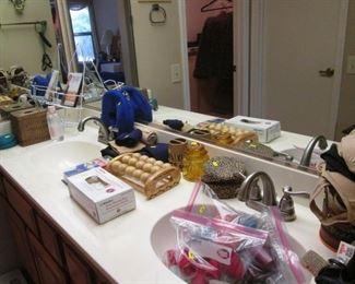 Assorted Bath Items