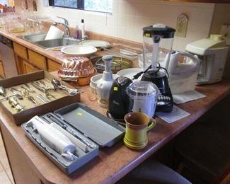 Small Appliances, Bake Ware, Bar Ware Set