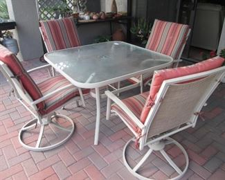 Patio Table/4-Chairs with Cushions